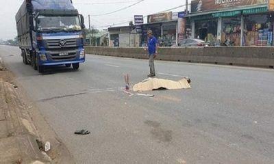 Tin tai nạn giao thông mới nhất ngày 2/5/2020: Ô tô tải bất ngờ trôi lùi, cán chết phụ xe