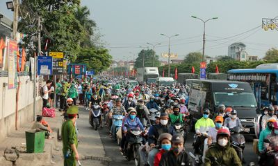 Người dân ùn ùn trở lại Hà Nội sau dịp nghỉ lễ 30/4, cửa ngõ thủ đô ùn tắc kéo dài