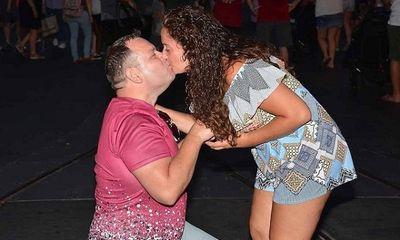 Cặp đôi vỡ òa vì không mất oan 1,2 tỷ đồng vé máy bay do đám cưới bị hoãn