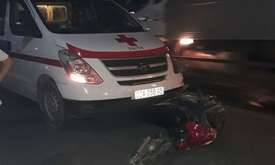 Va chạm kinh hoàng với xe cứu thương, nam thanh niên tử vong tại chỗ