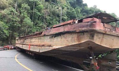 Vụ xe đầu kéo chở thuyền