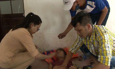 2 chiến sĩ CSGT lao xuống sông cứu người phụ nữ nhảy cầu tự tử