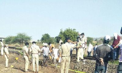 Ấn Độ: Nằm nghỉ trên đường ray, 17 người bị tàu hỏa cán tử vong