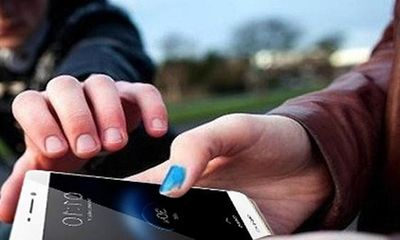 Gặp nạn khi truy đuổi 2 tên cướp điện thoại, cân nhắc giữ tài sản hay tính mạng?