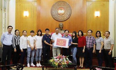 Tuyển bóng đá nữ Việt Nam ủng hộ chống dịch Covid-19