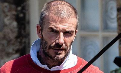 Tượng đài nhan sắc David Beckham gây sốc với mái tóc lưa thưa như sắp hói