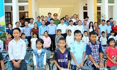 Nghệ An: Trao tặng 275 chiếc xe đạp cho học sinh nghèo huyện Anh Sơn