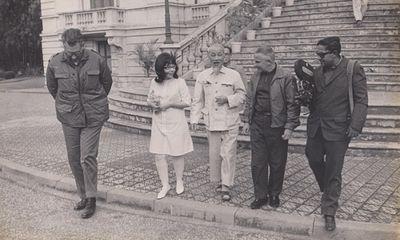 Vẻ đẹp bông hồng 5 thập kỷ Bác tặng nữ phiên dịch Cuba