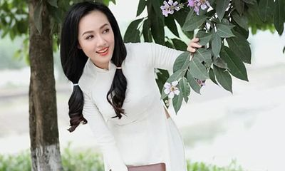 BTV Hoài Anh diện áo dài trắng tinh khôi, được ví như