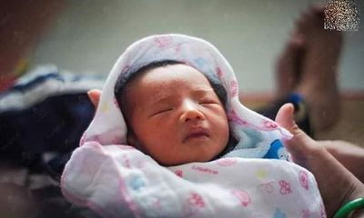 Những hình ảnh mới nhất về con gái mới sinh của người đàn ông chuyển giới