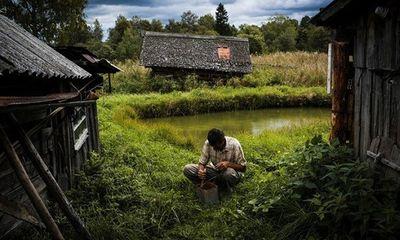Tránh dịch Covid-19, nhiều cư dân trong thành phố ở Nga ra ngoại ô nuôi gà, trồng rau