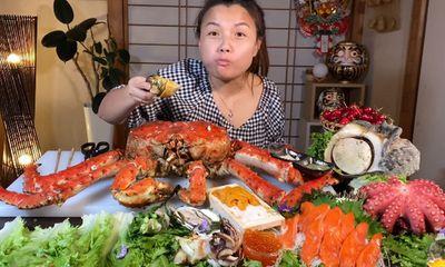 Choáng với mâm hải sản siêu to khổng lồ mừng kênh Youtube đạt 3 triệu sub của Quỳnh Trần JP