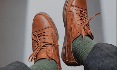 Cận cảnh những đôi giày phiên bản giới hạn, làm từ... da gà thải loại