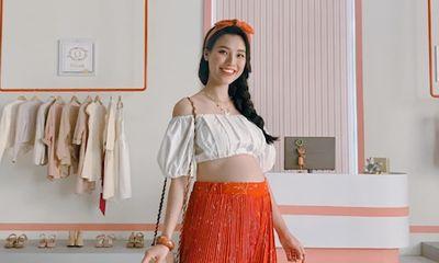 Tin tức giải trí mới nhất ngày 26/5/2020: MC Hoàng Oanh mặc crop-top khoe bụng bầu