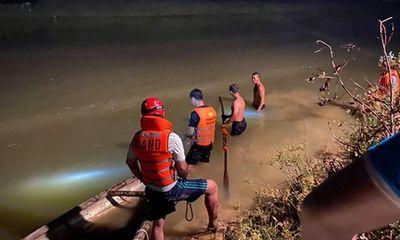 Hàng chục cảnh sát trắng đêm tìm kiếm nam sinh đuối nước ở Đà Nẵng