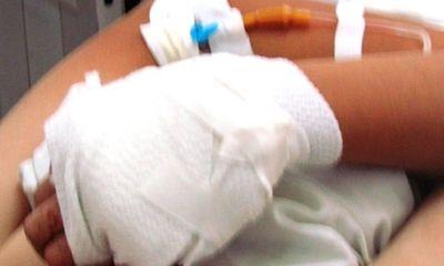Cứu thiếu nữ bị nhóm thanh niên trêu ghẹo, trung tá công an bị chém đứt gân tay