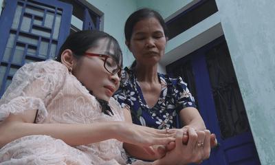 Câu chuyện đẹp về lớp học miễn phí của cô giáo xương thủy tinh