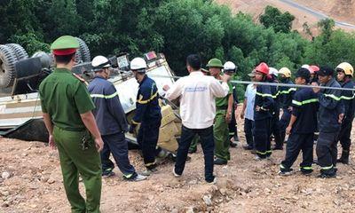 Quảng Trị: Hơn 5 giờ giải cứu xe chở gần 5 tấn thuốc nổ bị lật giữa đường núi