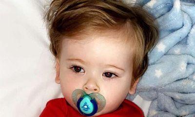 Trẻ đau đớn mỗi khi chải tóc, biểu hiện mắc bệnh hiểm nghèo bố mẹ phải cẩn trọng
