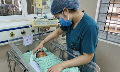 Vụ bé trai bị bỏ rơi 3 ngày trong hố ga ở Hà Nội: Bị nhiễm trùng nặng, nguy cơ mắc thêm các bệnh lý khác