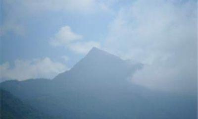 Chuyện chưa kể về bàn cờ đá chứng nhân tình yêu đôi lứa trên đỉnh núi Mỏ Quạ