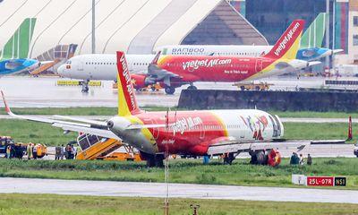 Vụ máy bay trượt khỏi đường băng ở Tân Sơn Nhất: Tạm giữ bằng lái phi công