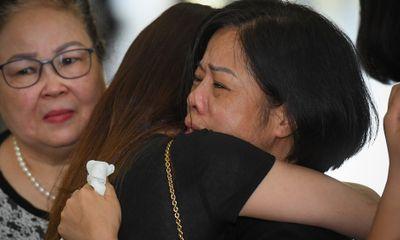 Đám tang ngập tràn nước mắt, phủ đầy hoa trắng của MC Diệu Linh