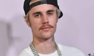 Justin Bieber phản hồi cáo buộc hiếp dâm 2 người phụ nữ thuở còn hẹn hò Selena