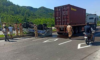Hai CSGT bị thương trong vụ xe container tông ô tô tuần tra