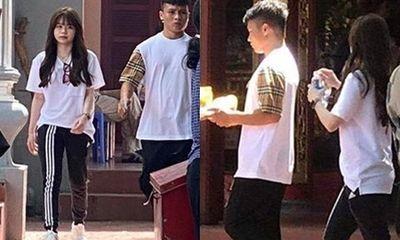 Quang Hải và Huỳnh Anh đi lễ Phủ Tây Hồ sau sóng gió bị hack tài khoản Facebook