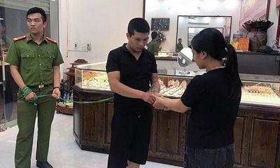 Vụ cướp tiệm vàng ở Mễ Trì: Công an làm rõ vai trò của người phụ nữ