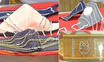 Choáng với bộ sưu tập khẩu trang kim cương