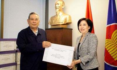 Trao tặng khẩu trang cho cộng đồng người Việt tại Canada