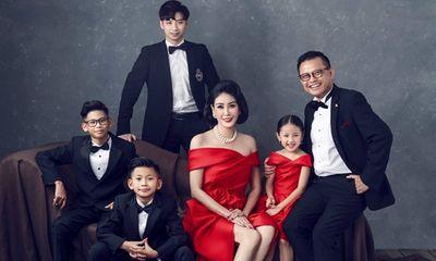Hoa hậu Hà Kiều Anh khoe ảnh gia đình quyền quý, sang trọng