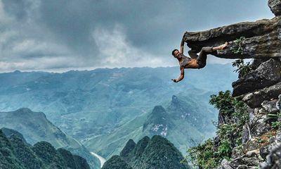 Tin tức đời sống mới nhất ngày 25/7/2020: Nhiếp ảnh gia treo mình ở mỏm đá Hà Giang gây tranh cãi
