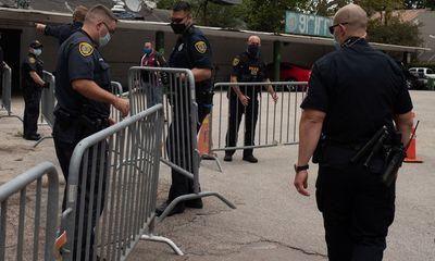 Đặc vụ Mỹ phá cửa lãnh sự quán Trung Quốc ở Houston sau hạn chót