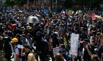 Bạo động tại biểu tình ở Seattl: Gần 50 người bị bắt, 60 cảnh sát bị thương