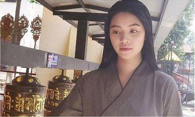 Tin tức giải trí mới nhất ngày 27/7/2020: Jolie Nguyễn xuất hiện trở lại, đăng ảnh đi chùa