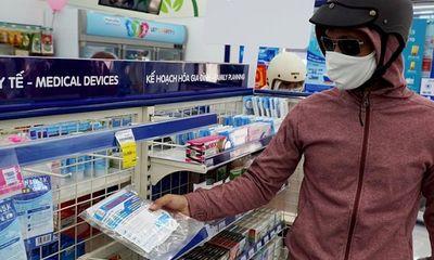 Khẩu trang y tế rục rịch tăng giá, bỗng chốc thành