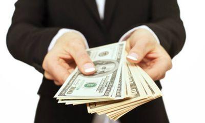 Từ tháng 4/2020, công ty chậm trả lương cho nhân viên bị phạt tới 100 triệu đồng