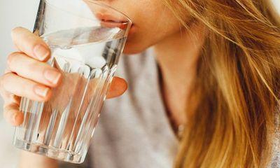 Uống nước xong thấy 5 dấu hiệu này, nhanh chân đi khám kẻo ung thư