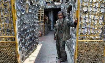 Dành 25 năm trang trí nhà với gần 10.000 bát đĩa cổ, người đàn ông Việt Nam lên báo nước ngoài