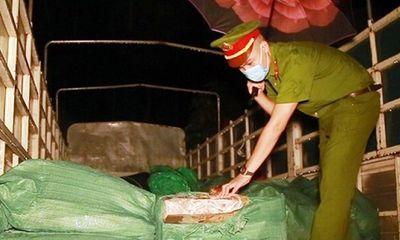 Thu giữ gần 3 tấn chân gà đông lạnh không rõ nguồn gốc