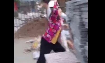 Đà Nẵng: Bị nhắc nhở xây dựng trái phép trong mùa dịch, 5 người trong gia đình vác gạch đá chống trả công an