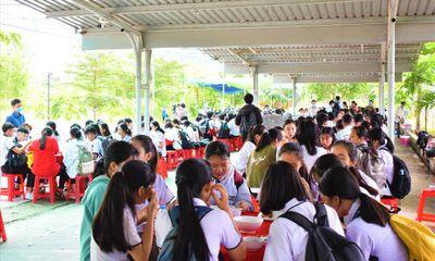 Cần Thơ: Tổ chức ăn ở miễn phí cho thí sinh vùng sâu đi thi