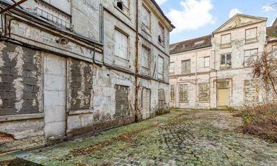Tìm thấy thi thể bị giấu trong hầm rượu của biệt thự cổ suốt 30 năm