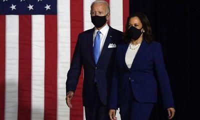 Ông Biden và nữ tướng Harris cùng đeo khẩu trang tại sự kiện ra mắt, tiếp tục