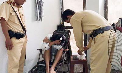 CSGT kịp thời cứu cô gái định nhảy cầu Chương Dương tự tử