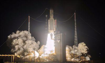 Video: Tên lửa đẩy Ariane 5 phóng cùng lúc 3 vệ tinh vào quỹ đạo