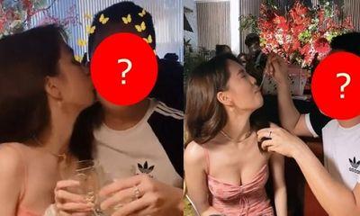 Ngọc Trinh công khai tình tứ hôn trai lạ, dân tình lập tức thắc mắc: